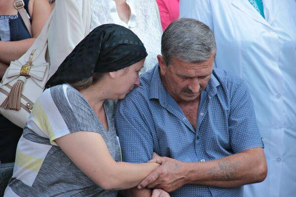 Прощание с расстрелянными медиками в Симферополе