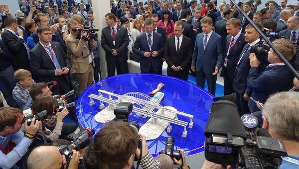 Премьер-министру РФ Дмитрию Медведеву презентовали проект моста через Керченский пролив