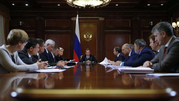 Премьер-министр РФ Д.Медведев провел совещание по макропрогнозу на 2016-2018 годы и формированию бюджета на 2016 г.