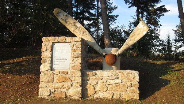 Памятник советскому солдату и французскому военнопленному, установленный силами австрийской семьи