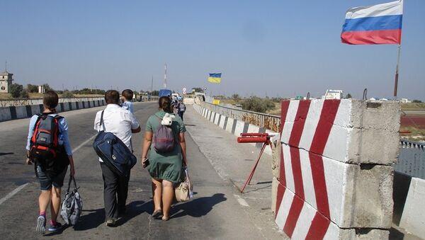 Пункт пропуска Джанкой между российской и украинской и российской границей на Чонгарском мосту