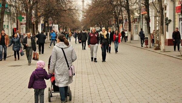 Блэкаут, день второй. Как Крым живет без света. Гуляющая толпа в центре Симферополя - понедельник 23 ноября объявлен выходным днем