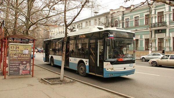 Блэкаут, день второй. Как Крым живет без света. Троллейбус в центре Симферополя