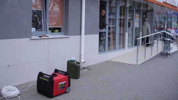 Дизель-генератор у здания аптеки в Симферополе