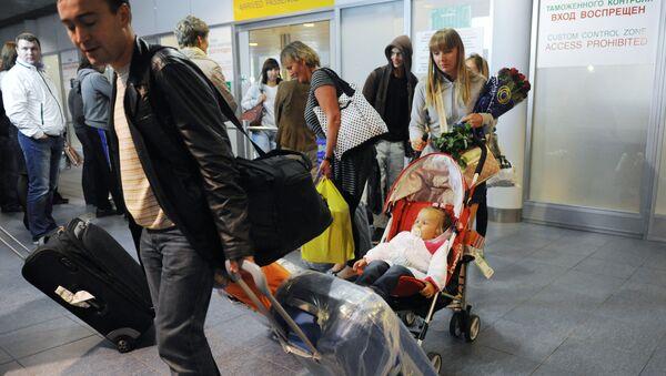 Русские туристы в аэропорту