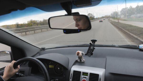 Вождение автомобиля. Архивное фото