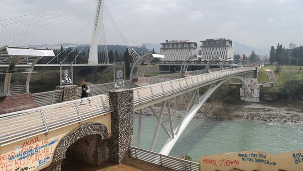 Пешеходный мост через реку Морава