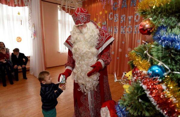 Дед Мороз посетил Центр социальной поддержки семей, детей и молодежи в пос. Гвардейское