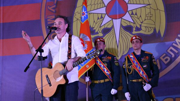 Певец Джанго поздравил крымских спасателей с юбилеем министерства