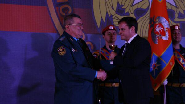 Глава МЧС Крыма наградил радио Россия сегодня и РИА Новости (Крым)