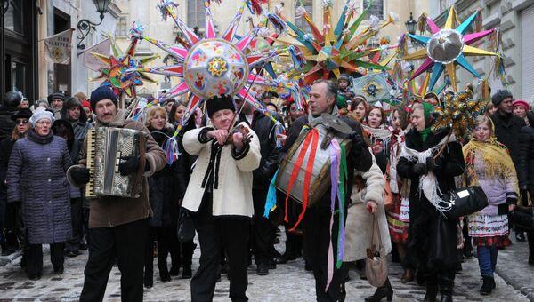 Шествие в рамках фестиваля Сияние рождественской звезды на улицах Львова