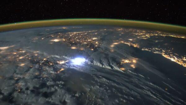 Молнии над Земным шаром, или Как выглядит гроза из космоса