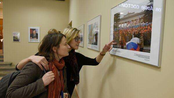 Фотовыставка, посвященная второй годовщине воссоединения Крыма и Севастополя с Россией, в крымском представительстве МИА Россия сегодня