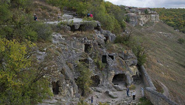 Средневековый пещерный город-крепость Чуфут-Кале в Бахчисарайском районе в Крыму