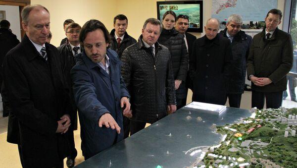 Секретарь Совбеза РФ Николай Патрушев и генеральный директор МДЦ Артек Алексей Каспржак