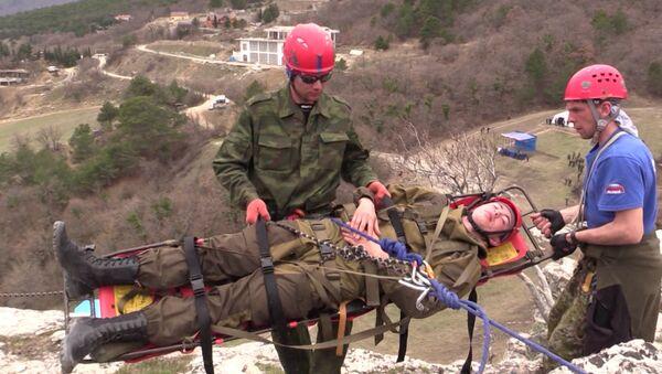 Крымские МЧС-ники провели учения по тушению крупного лесного пожара и спасению туристов в Ялтинском заповеднике