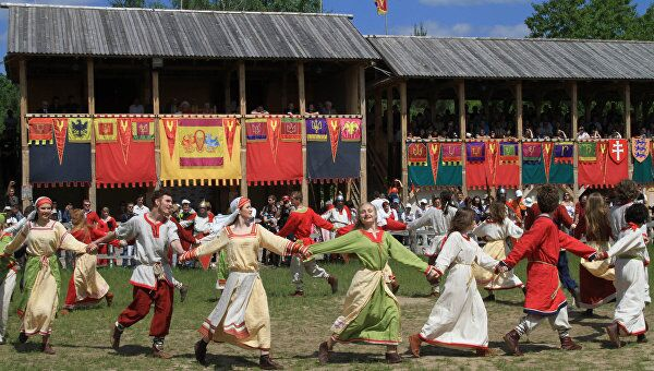 Участники Международного фестиваля Киевская Русь XIII века в Обуховском районе под Киевом