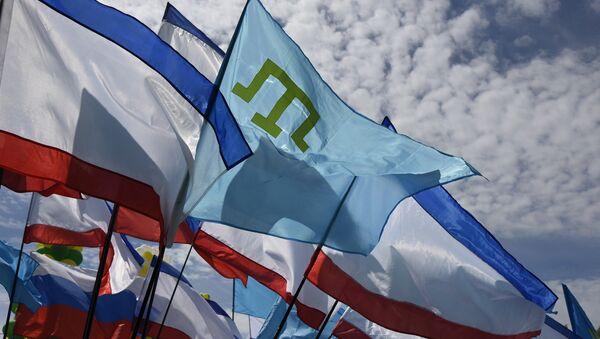 Крымско-татарский флаг и флаги Крыма. Архивное фото