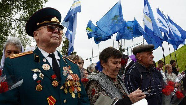 Ветераны Великой Отечественной войны и жители Донецка