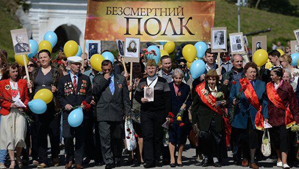 Жители Киева во время акции Бессмертный полк. Архивное фото