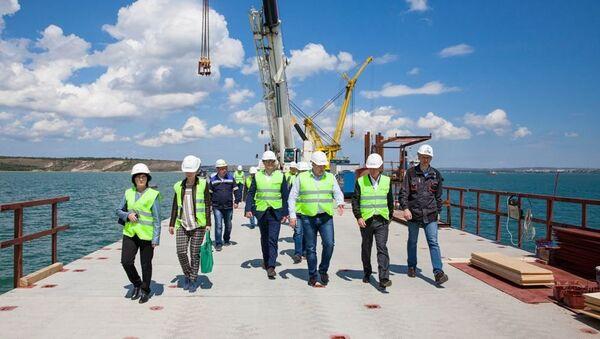 Руководитель Росавтодора Роман Старовойт посетил объекты инфраструктуры на месте строительства моста через Керченский пролив
