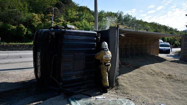 Под Алуштой из-за отказа тормозов перевернулся грузовой автомобиль FAW