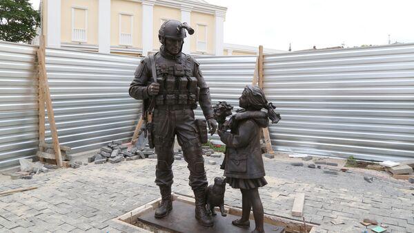 Установка памятника вежливым людям в Симферополе
