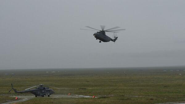 Боевые вертолеты в небе над Крымом