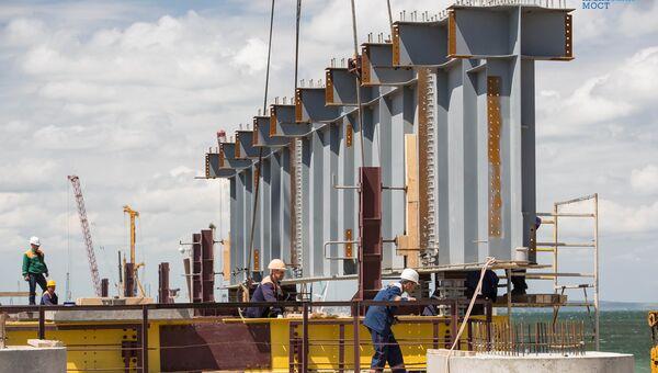 Строители начали монтаж пролетов Крымского моста