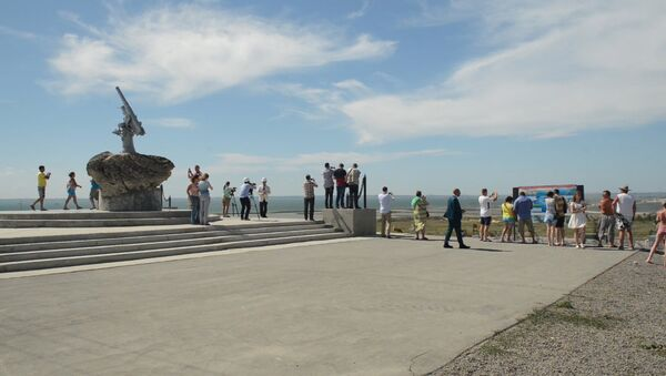 Иностранным журналистам показали, как идет строительство Крымского моста