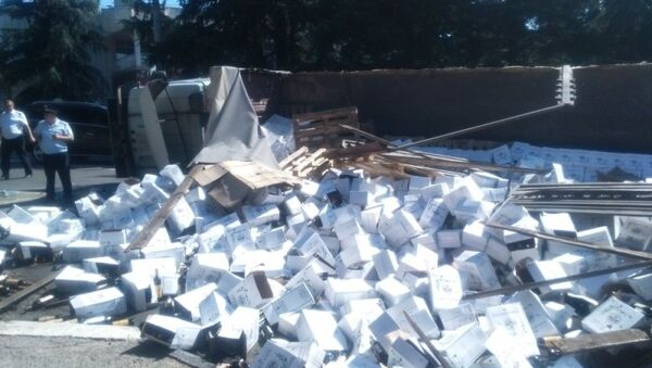 В Алуште перевернулся грузовик с вином