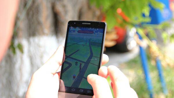 Мобильный телефон с приложением Pokemon Go