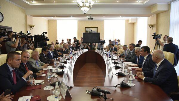 Французские делегаты прибыли в Крым. Встреча в Совете министров Республики Крым