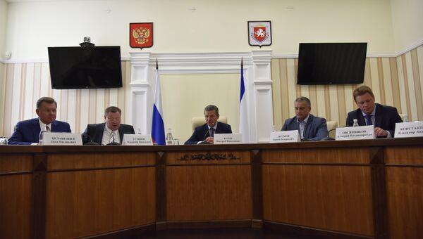 Совещание под руководством вице-премьер правительства РФ Дмитрий Козака в Симферополе