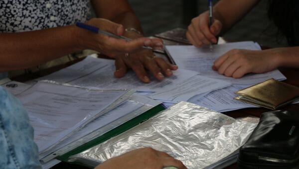 Налоговая проверка документов. Архивное фото