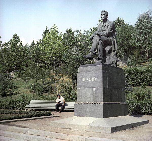 Ялта на старых фото. Памятник Чехову