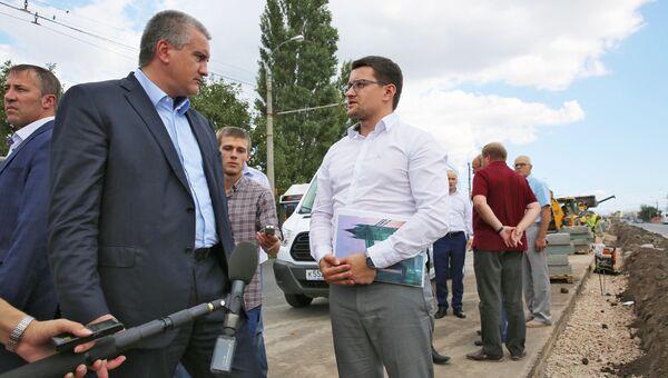 Глава Республики Крым Сергей Аксенов проинспектировал проведение ремонтных работ на дорогах Симферополя