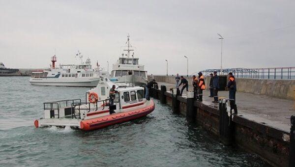 Поисково-спасательные работы по поиску пропавших членов экипажа плавучего крана, потерпевшего крушение в Черном море