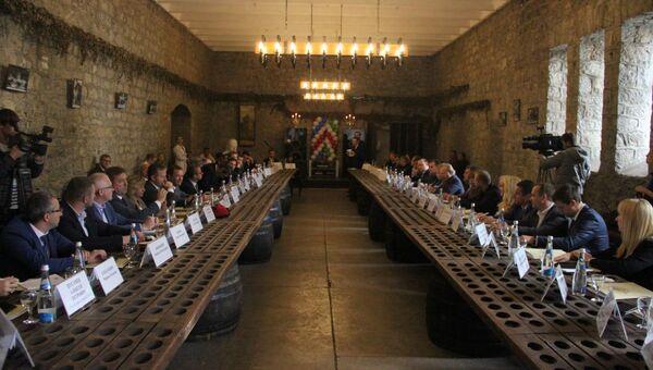 Члены итальянской делегации посетили винзавод Массандра