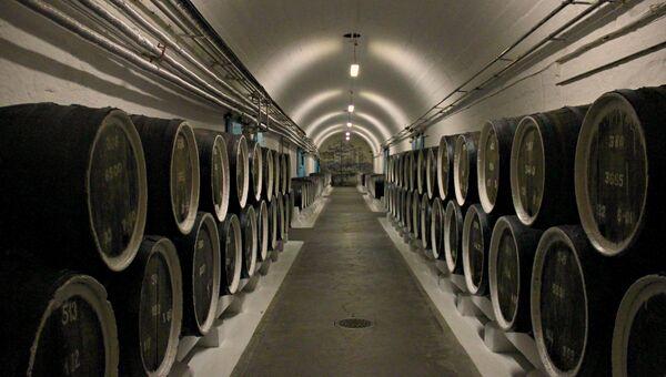 Подвалы винзавода Массандра. Архивное фото
