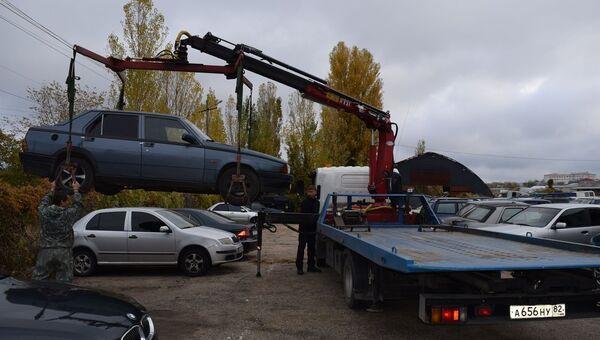 Эвакуация неправильно припаркованных автомобилей в Симферополе