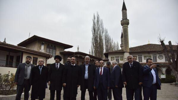 Посещение турецкой делегацией Ханского дворца в Бахчисарае