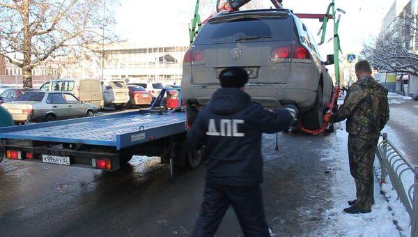 Эвакуация машины с улицы Севастопольская в Симферополе
