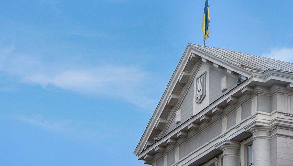 Флаг Украины на здании Службы безопасности Украины (СБУ)