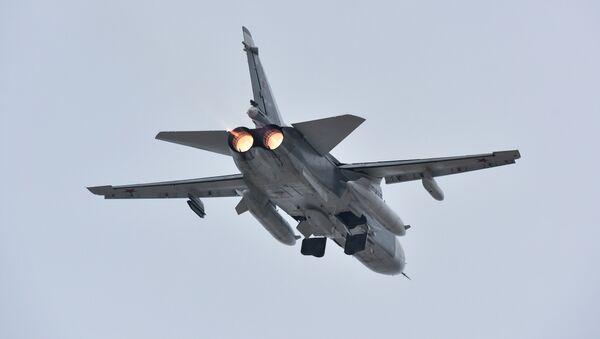 Су-24 во время взлета на аэродроме в Новофедоровке