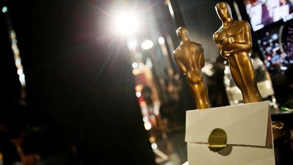 Статуэтки Оскара и конверт на репетиции церемонии вручения кинопремии