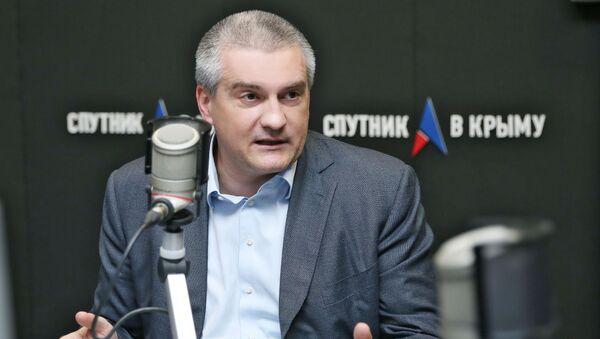 Глава Республики Крым Сергей Аксенов в студии радио Спутник в Крыму. Архивное фото