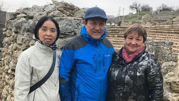 Внучатый племянник Мао Цзэдуна Цао Юньшань (в центре) посетил Херсонес Таврический