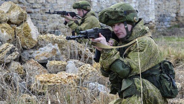 Военнослужащие вооруженных сил России на командно-штабных учениях Воздушно-десантных войск на полигоне Опук в Крыму