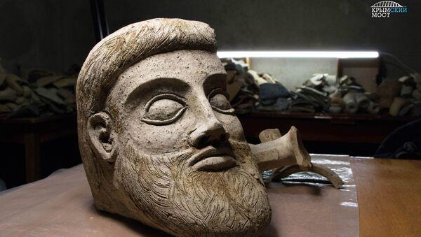 Терракотовая скульптура в форме головы мужчины, найденная в районе строительства моста через Керченский пролив